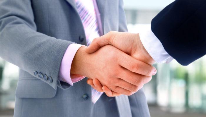 pacto de no competencia una vez finalizada nuestra relación con la empresa, donde en aplicación del mismo nos veremos limitados para trabajar en un determinado sector empresarial si hemos pactado libremente con la empresa dicha cláusula o pacto.