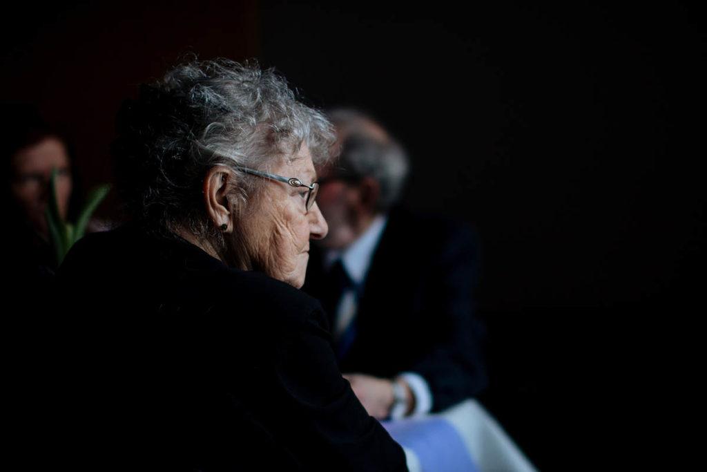 La conveniencia de otorgar un poder notarial a familiares de personas mayores